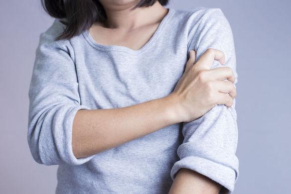 L'efficacité de l'ostéopathie dans la prise en charge des douleurs au bras gauche