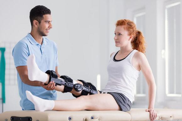 Comment soigner et rééduquer son genou après une rupture des ligaments croisés ?