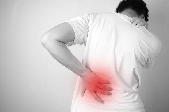 Soulagez vos douleurs de dos à gauche avec l'ostéopathie