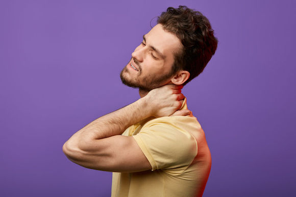 L'ostéopathie pour donner le cou de grâce au torticolis